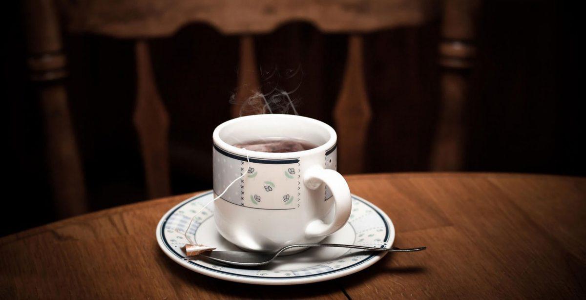 Upaljeno grlo kod dece – lečenje pomoću čajeva