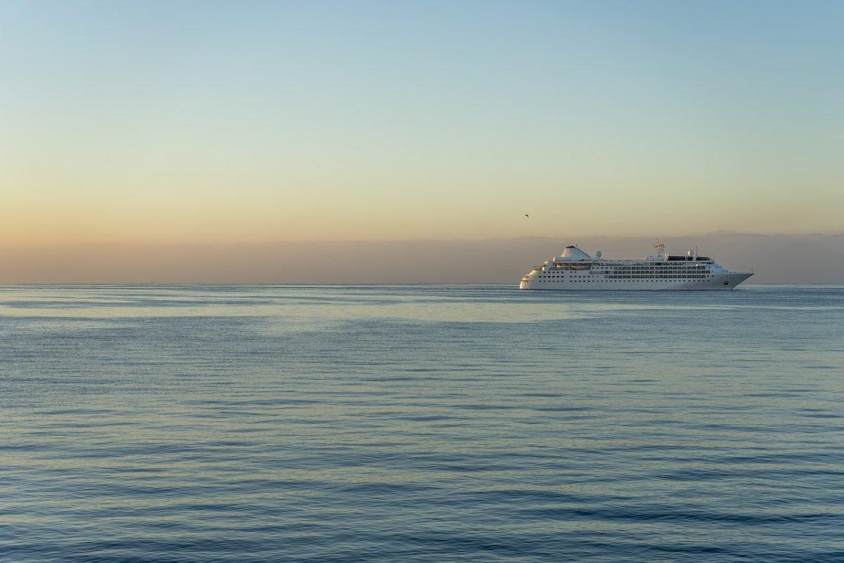 kruzer brod krstarenje